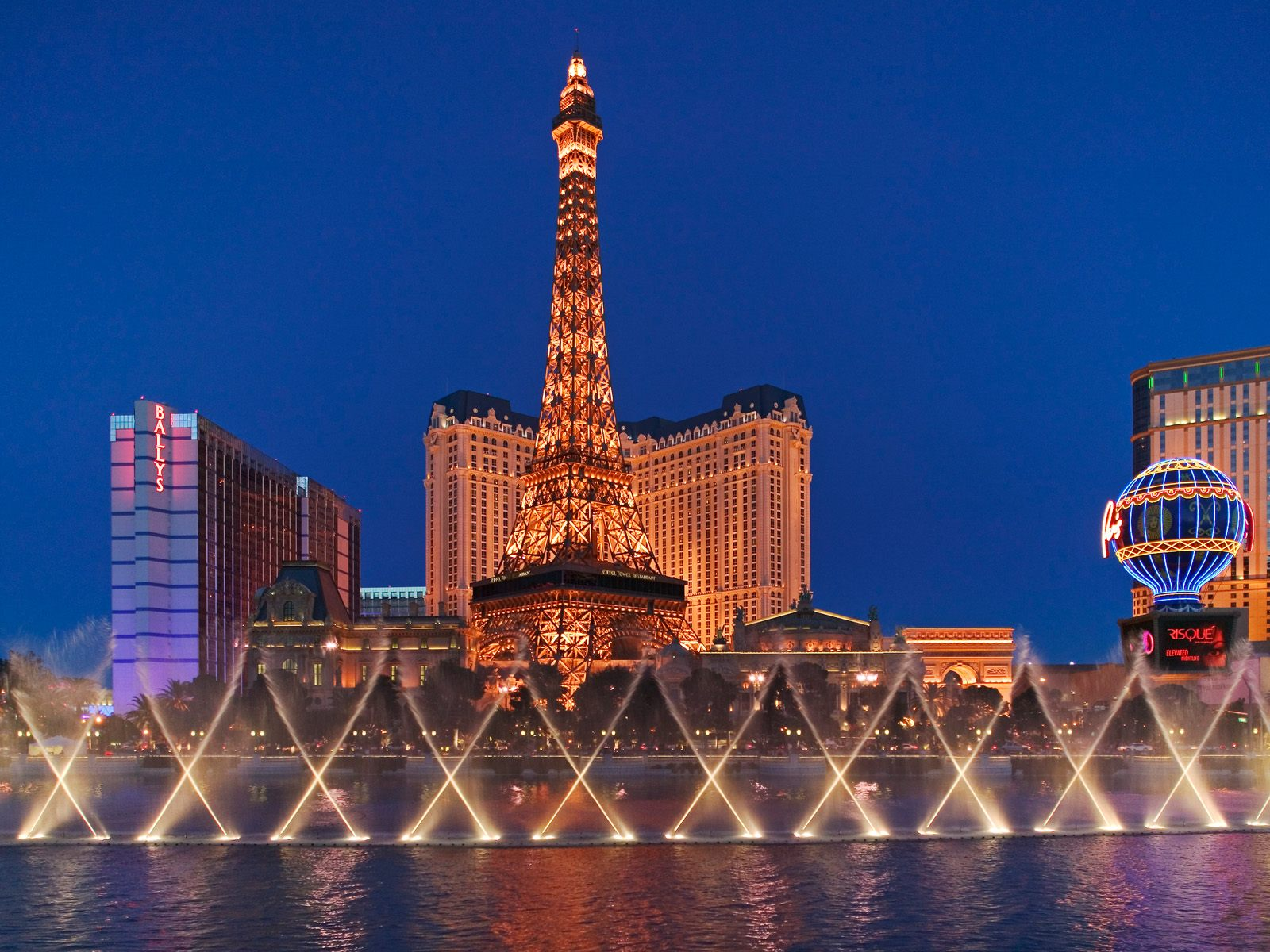 eiffel-tower-as-seen-from-the-bellagio-las-vegas