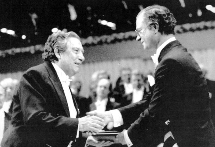 Octavio Paz gana premio nobel de literatura
